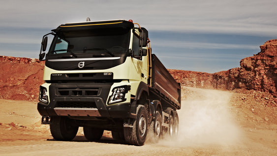 The bumper of the Volvo FMX: tough and practical